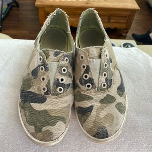 Guess Camouflage Slip-On Shoes
